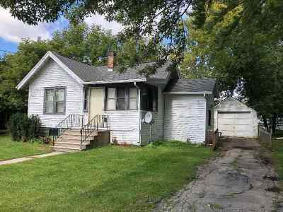 Neenah Single Family Home Active-No Offer: 637 Jackson