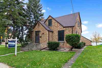 Menasha WI Single Family Home Active-No Offer: $199,000
