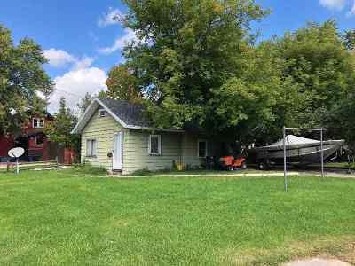 Neenah Single Family Home Active-No Offer: 643 Jackson