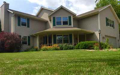 De Pere Single Family Home Active-Offer No Bump-Show: 1760 Camarillo