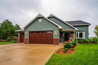 Winneconne Single Family Home Active-Offer No Bump: 1000 Calypso