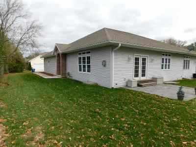 Shawano Condo/Townhouse Active-No Offer: W7568 Hwy M