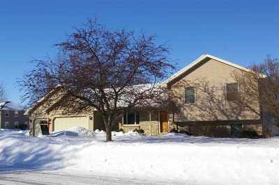 Oshkosh Single Family Home Active-Offer No Bump-Show: 2810 Windhurst