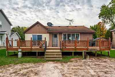 Winneconne Single Family Home Active-Offer No Bump: 8434 Oconnells Resort