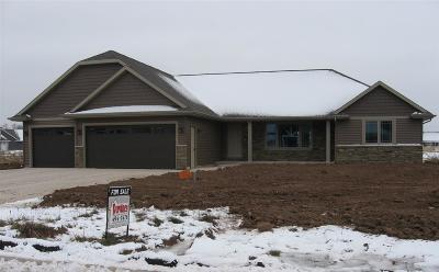 De Pere Single Family Home Active-Offer W/Bump-Show: 1017 Nutmeg
