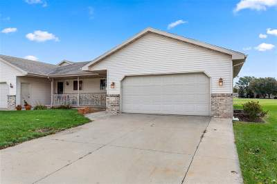 Kaukauna Condo/Townhouse Active-No Offer: 690 Elderberry