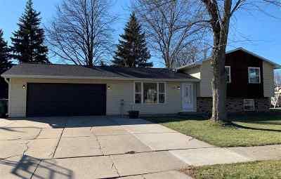 De Pere Single Family Home Active-No Offer: 305 Ballard