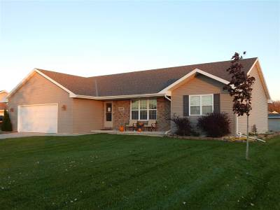 De Pere Single Family Home Active-No Offer: 2699 Lacewood