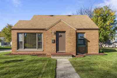 Menasha Single Family Home Active-No Offer: 640 Walbrun