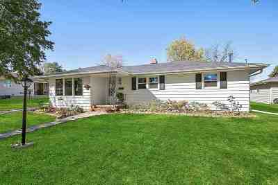 Kaukauna WI Single Family Home Active-No Offer: $164,900