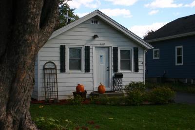 Oshkosh Single Family Home Active-No Offer: 1922 Hubbard
