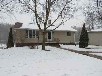 Single Family Home Active-No Offer: W2293 Hwy 22