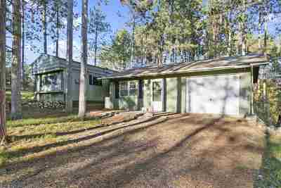 Waupaca Single Family Home Active-Offer No Bump: E2046 Waletta