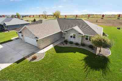 De Pere Single Family Home Active-No Offer: 1547 Red Maple