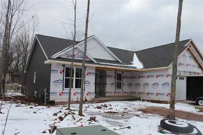 Combined Locks Single Family Home Active-No Offer: 627 Ruys Woods