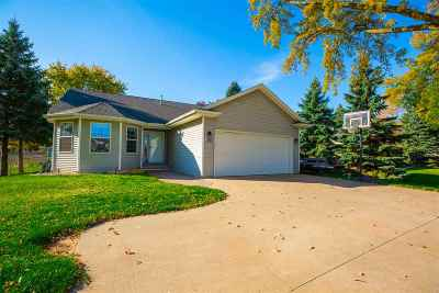Menasha Single Family Home Active-No Offer: 1486 N Racine