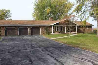 De Pere Single Family Home Active-Offer No Bump: 2420 Oak Ridge