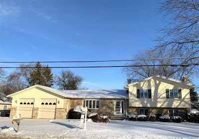 Neenah Single Family Home Active-No Offer: 1715 Cold Spring
