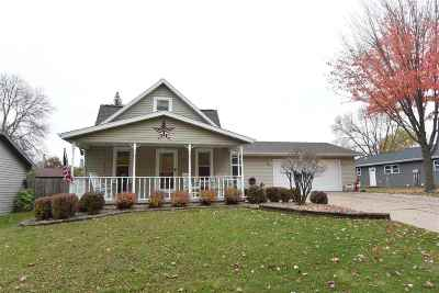 Little Chute WI Single Family Home Active-No Offer: $145,900
