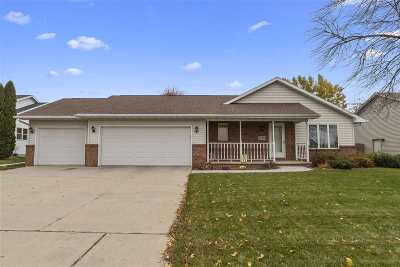Menasha Single Family Home Active-No Offer: 1129 Fieldview