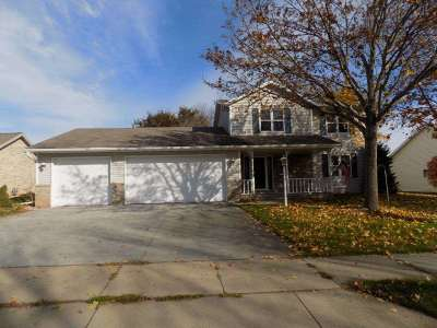 Kaukauna Single Family Home Active-No Offer: 1704 Fieldcrest