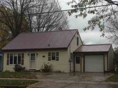 Gillett Single Family Home Active-No Offer: 136 S Elm