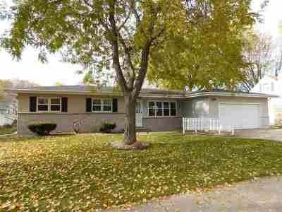 Kaukauna Single Family Home Active-No Offer: 1805 Thelen