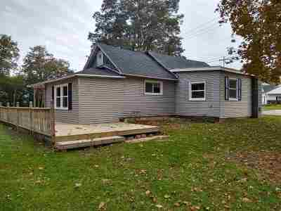 De Pere Single Family Home Active-No Offer: 917 Merrill