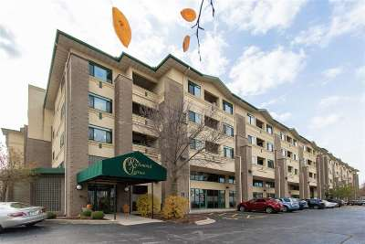 Appleton Condo/Townhouse Active-No Offer: 400 N Richmond #301