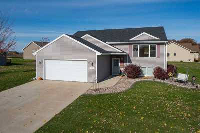 Kaukauna WI Single Family Home Active-No Offer: $199,900