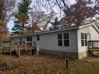 Waupaca Single Family Home Active-No Offer: E1775 Garfield