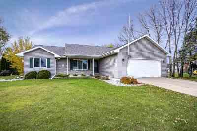 Oshkosh Single Family Home Active-No Offer: 885 Graceland