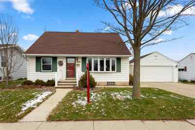 Appleton Single Family Home Active-No Offer: 220 W Pershing