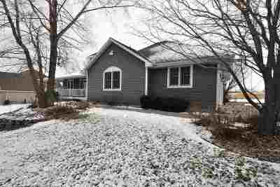 Green Bay Single Family Home Active-No Offer: 1026 Lake Largo