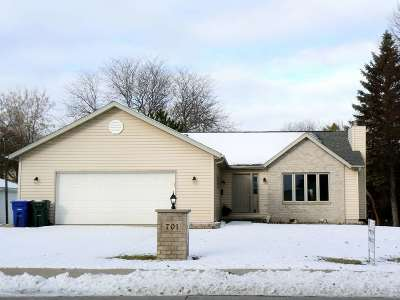 De Pere Single Family Home Active-No Offer: 701 N Webster