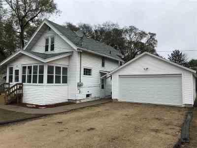 Shawano Single Family Home Active-Offer No Bump: 520 S Andrews