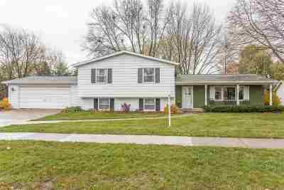De Pere Single Family Home Active-No Offer: 2081 E Vista