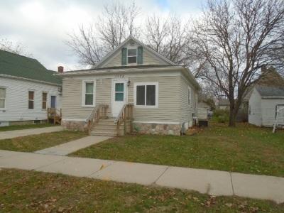 Green Bay Single Family Home Active-No Offer: 1175 Harvey