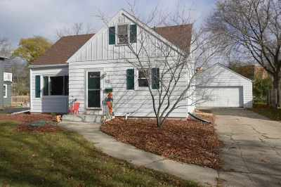 Appleton WI Single Family Home Active-Offer No Bump: $114,900