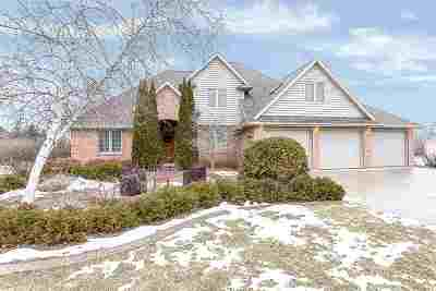 De Pere Single Family Home Active-No Offer: 3970 Garrett