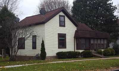 Kaukauna Single Family Home Active-No Offer: 217 W 8th