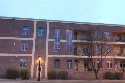 De Pere Condo/Townhouse Active-No Offer: 555 Main #213