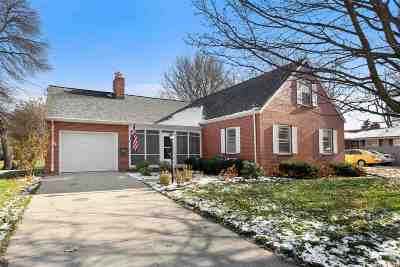 Menasha Single Family Home Active-Offer No Bump: 364 Lopas