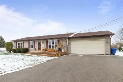 Menasha Single Family Home Active-Offer No Bump: 952 Marquette