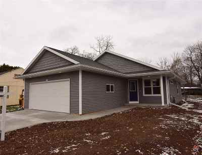 Oshkosh Single Family Home Active-No Offer: 1922 Minerva