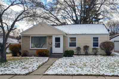 Green Bay Single Family Home Active-No Offer: 1255 Hickory Hill