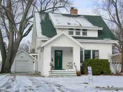 De Pere Single Family Home Active-No Offer: 803 Lawton