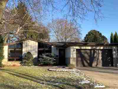 Appleton Single Family Home Active-No Offer: 2718 Oakwood