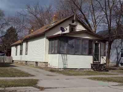 Oshkosh Single Family Home Active-No Offer: 112 W 14th