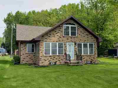 Menasha WI Single Family Home Active-No Offer: $399,900